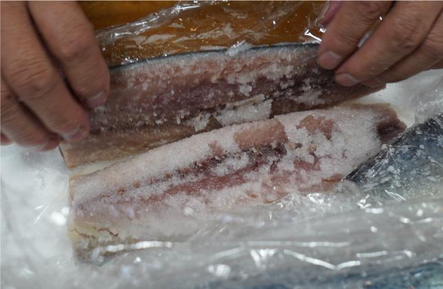鯖・鮭を締める