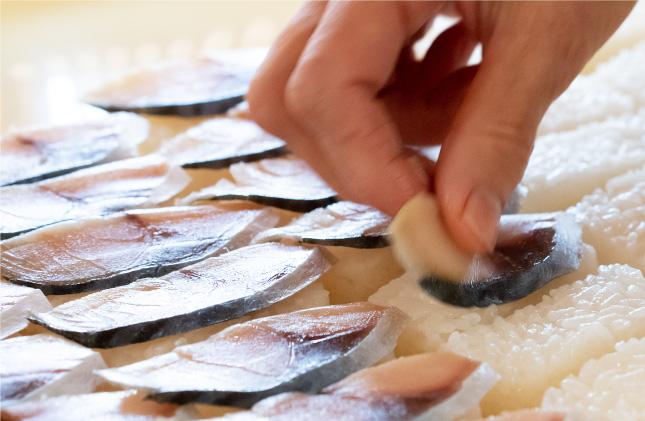 塩鯖・塩鮭を乗せる